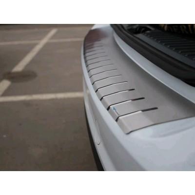 Накладка на бампер с загибом для Audi Q5 2008+